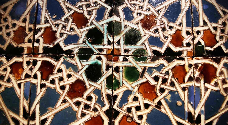 Painel de azulejos de produção sevilhana. Séc. XVI. Cerâmica esmaltada. Técnica de corda-seca