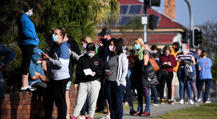 Variante Delta provoca aumento de infeções e ameaça imunidade de grupo, avisam especialistas