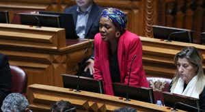 Joacine Katar Moreira defende mais direitos para deputados não inscritos em partidos