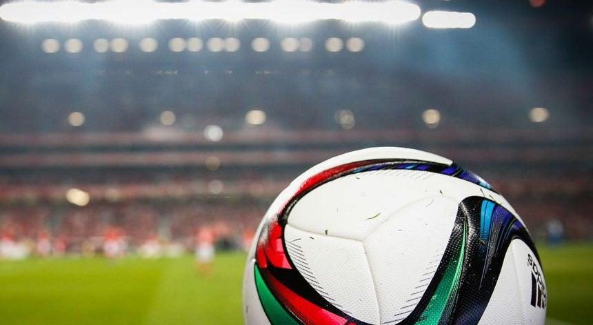 b6731d84cd878 Benfica e FC Porto sob alta pressão no campeonato - 1.ª Liga ...