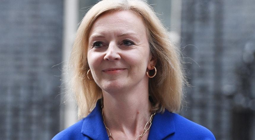Liz Truss é a segunda mulher a liderar o Ministério britânico dos Negócios Estrangeiros, entre uma extensa lista de homens. A outra mulher que teve as mesmas funções, há 14 anos, foi Margaret Beckett, durante o governo de Tony Blair.