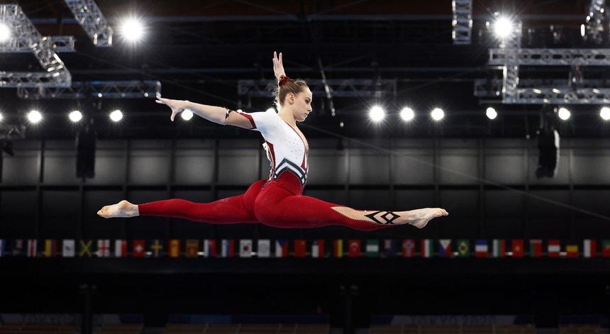 A ginasta alemã Sarah Voss na trave durante os Jogos Olímpicos Tóquio2020, dia 25 de julho de 2021