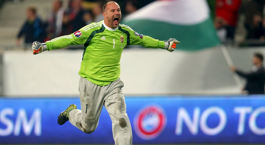 Király é um símbolo do futebol pelas calças largas que usa quando defende a baliza da Hungria