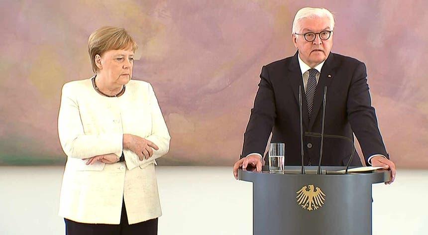 Segunda vez que Merkel treme em poucos dias em eventos públicos