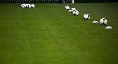 Árbitro assistente de futebol José Luzia testa positivo