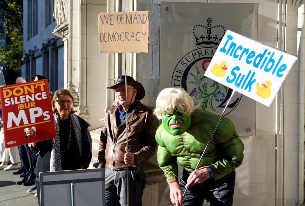 Protestos em frente à Suprema Corte do Reino Unido contra a decisão do primeiro-ministro Boris Johnson de suspender o parlamento em Londres. 17 setembro 2019. REUTERS/Toby Melville