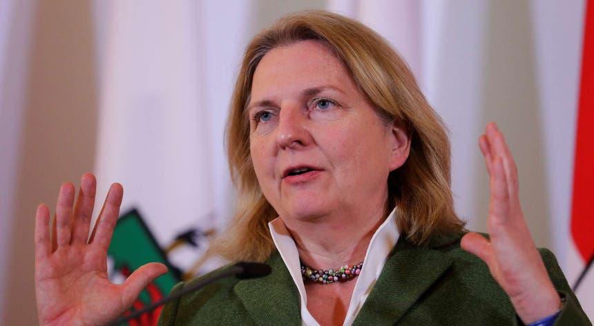 A ministra austríaca Karin Kneissl