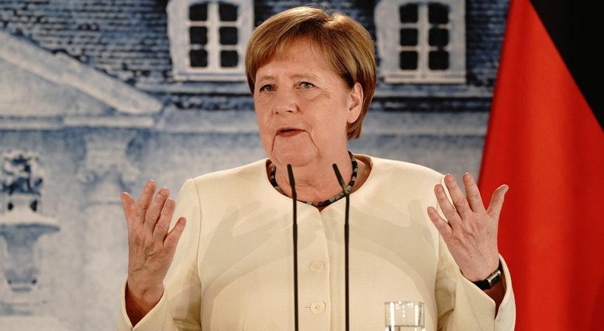 Angela Merkel apostada em revigorar a União Europeia abalada pela pandemia