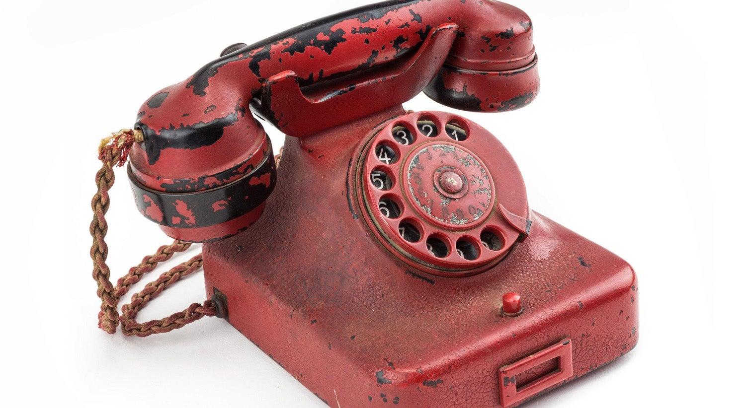 Resultado de imagem para Telefone de Hitler é vendido em leilão