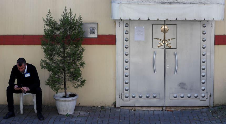 Porta de entrada do antigo Consulado da Arábia Saudita, em Istambul