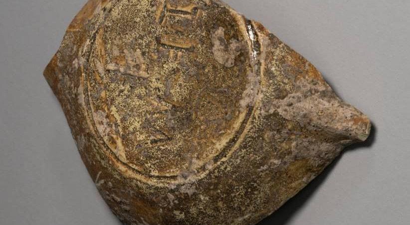 Fragmento de lucerna com incrição do oleiro que a fabricou | Nuno de Santos Loureiro - barlavento