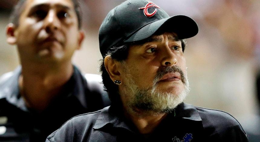 Maradona decidiu isolar-se por precaução depois de ter estado em contacto com uma pessoa com sintomas de covid-19