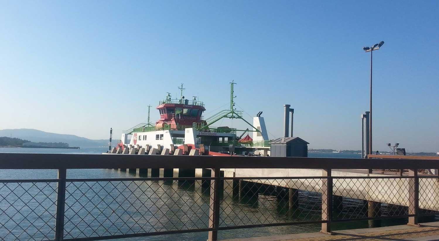 Resultado de imagem para Quatro feridos devido a colisão de catamaran no rio Sado