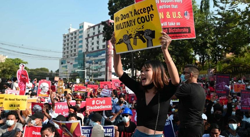 As ONG reclama o fim do fornecimento de armas a Myanmar