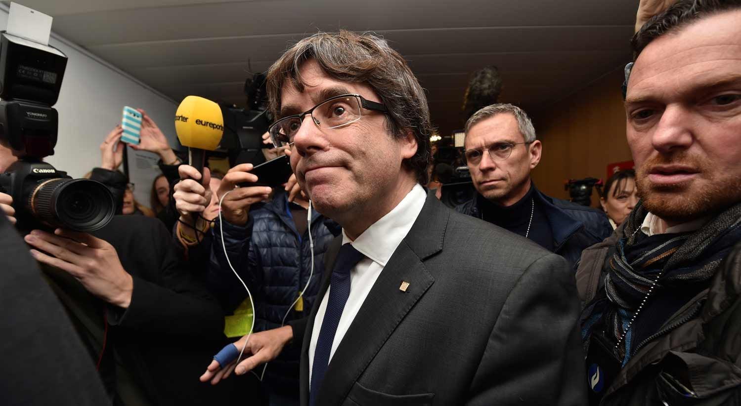 Juíza espanhola emite mandado europeu de detenção contra Puigdemont