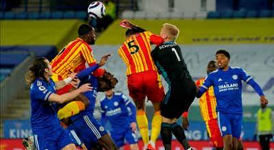 Leicester vence e repõe vantagem de quatro pontos para Chelsea e West Ham