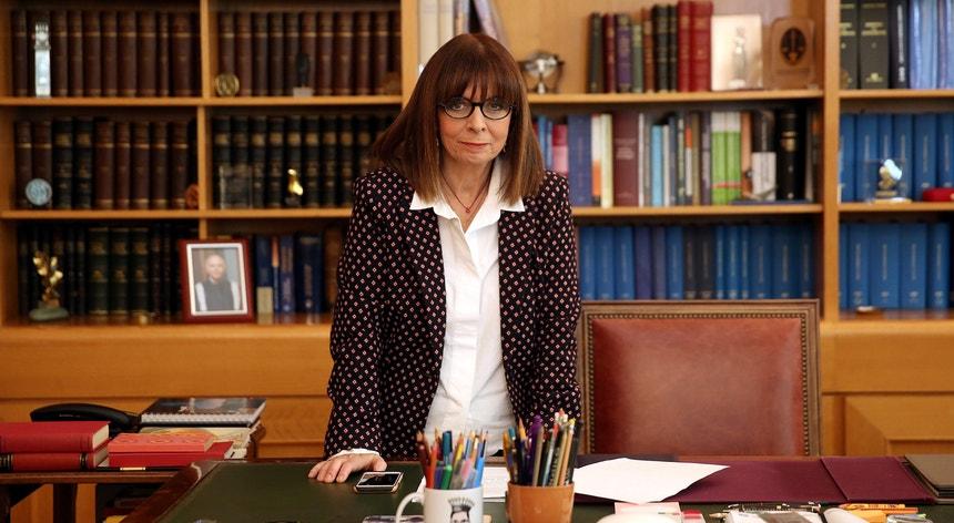 Sakellaropoulou, uma das principais juízas da Grécia, toma posse a 13 de março, sucedendo a Prokopis Pavlopoulos