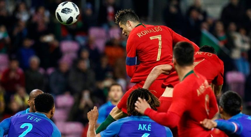 edbb4eff53 Portugal de duas caras perde 3-0 com a Holanda - Seleção Nacional ...