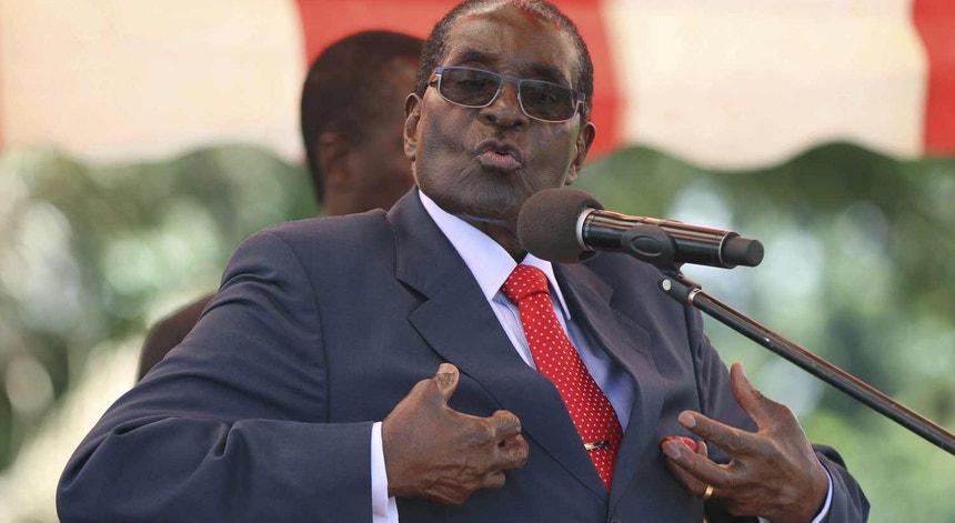 Robert MUgabe em 2016, durante um discurso ao partido, o Zanu-PF