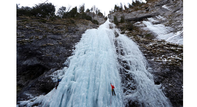 Cascata congelada em Melga Ciapela, Itália. 11 de fevereiro 2020 /Yara Nardi - Reuters