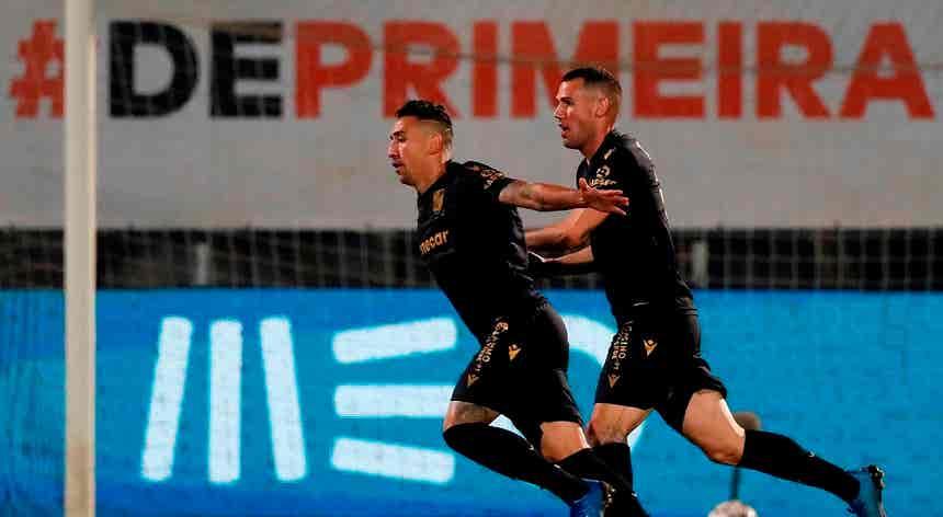 Vitória de Guimarães triunfa nas Aves por 2-0