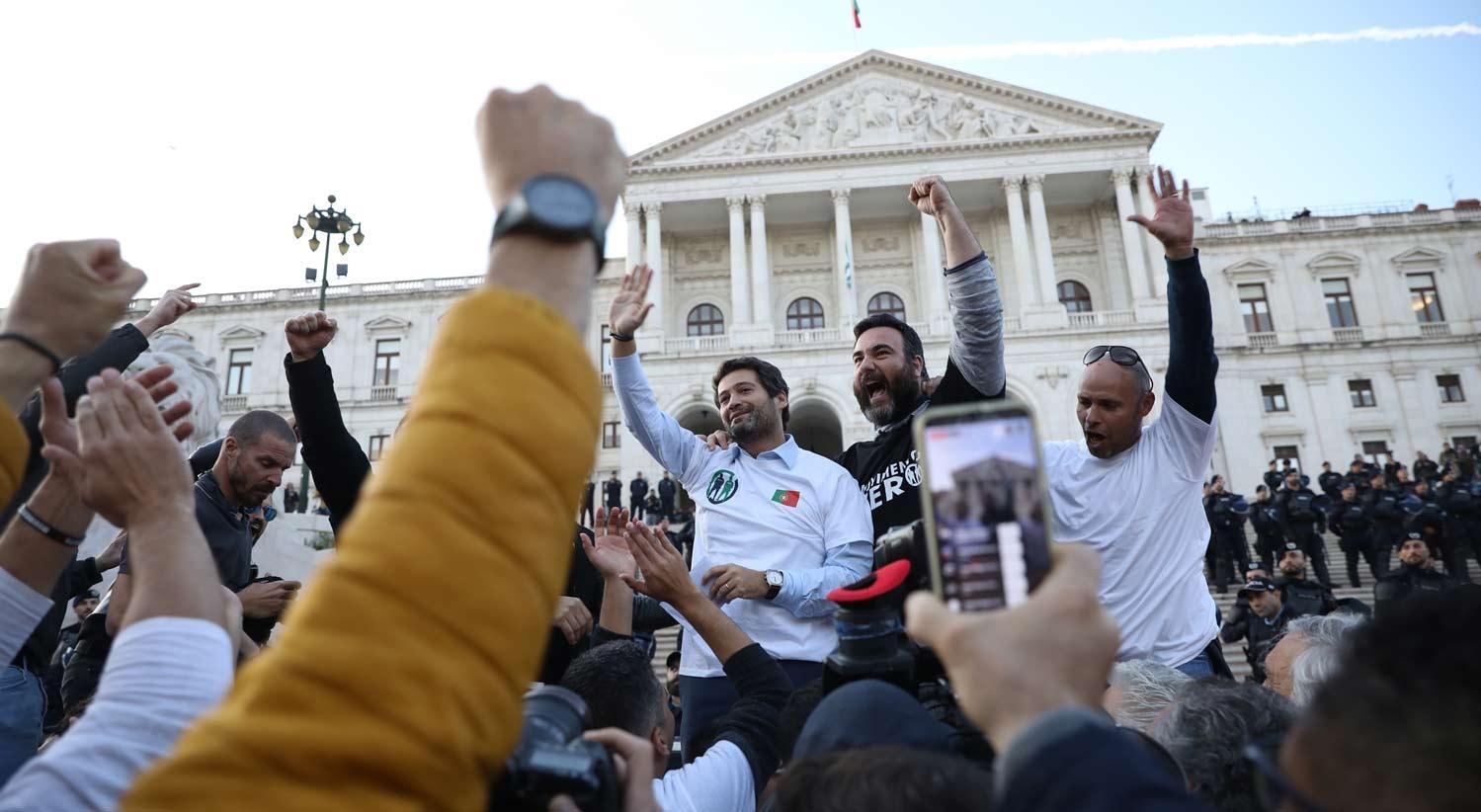 Manifestação de polícias. Discurso de André Ventura no palanque causou mal estar