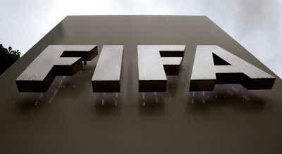 Covid-19. FIFA propõe extensão dos contratos e adiamento do ?mercado?