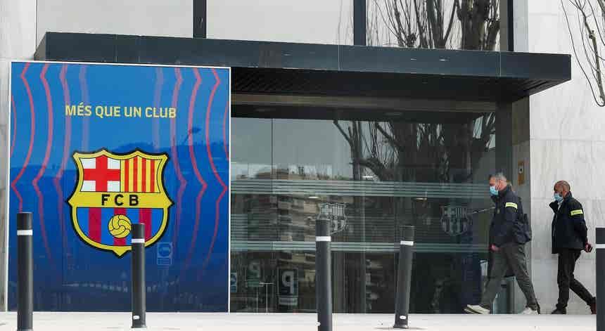 Polícia faz buscas no FC Barcelona e detém ex-presidente Bartomeu
