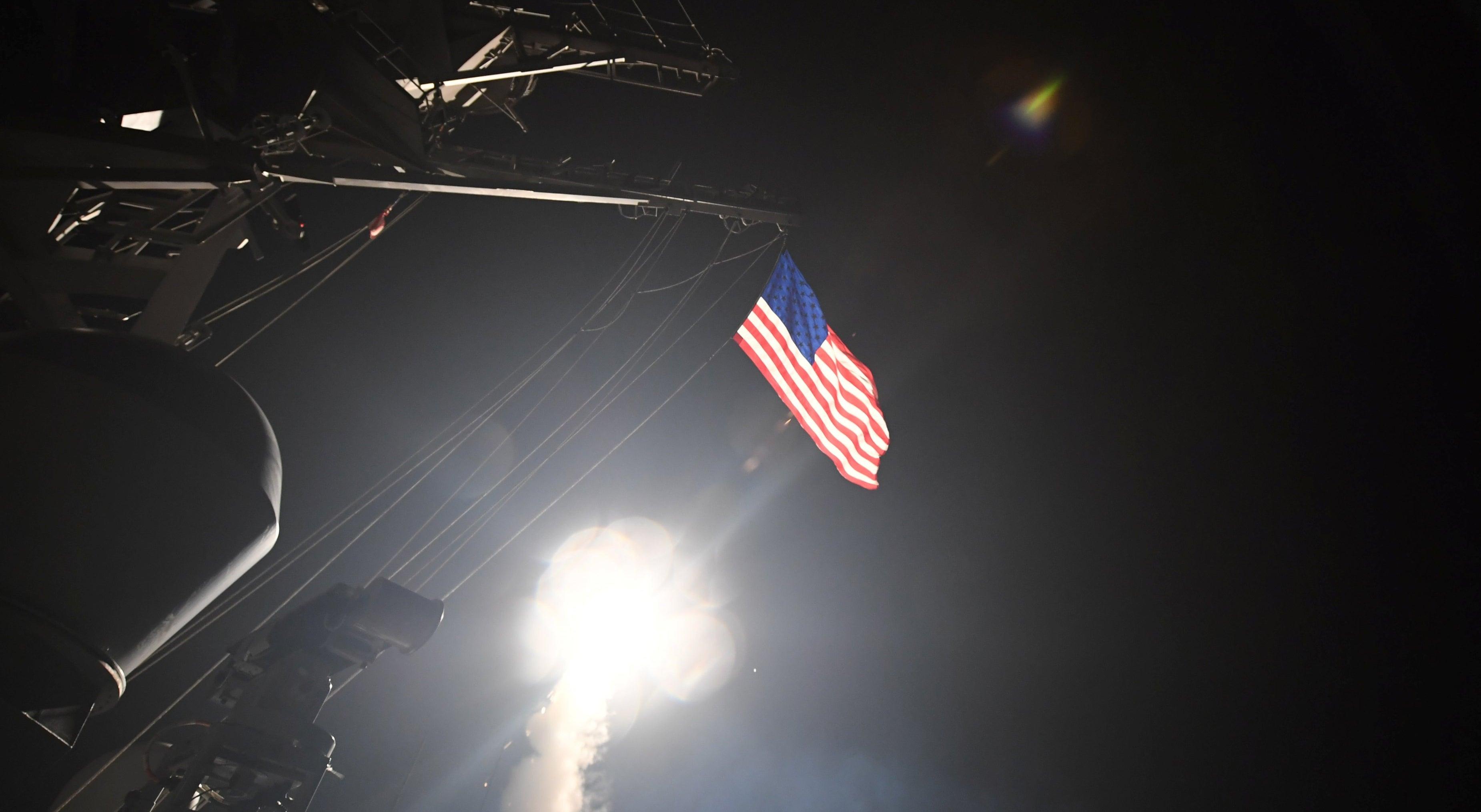 EUA lançam ataques à Síria com mísseis de cruzeiro