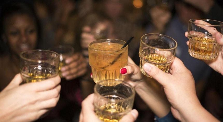 """A ingestão de álcool de cana, conhecido sob o nome de """"guaro"""", na Costa Rica matou 30 pessoas"""