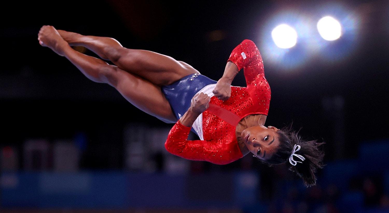 Depois desta prova, Simone Biles desistiu das competições seguintes, trouxe à tona os problemas mentais, como a depressão, que podem afetar os atletas de alta competição. A atleta acabou por fazer as pazes com a sua mente e regressou à competição de trave de equilíbrio arrecadando uma medalha de bronze.   Foto: Lindsey Wasson - Reuters