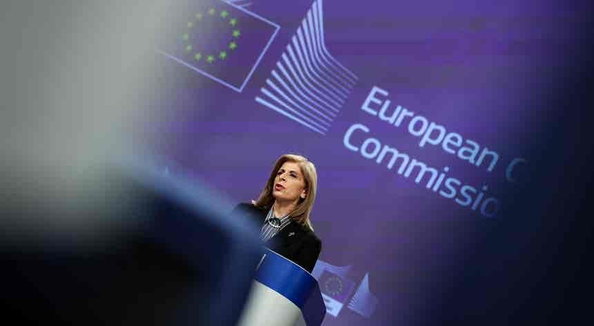 Vacinas. Bruxelas insatisfeita com argumentos da Astrazeneca