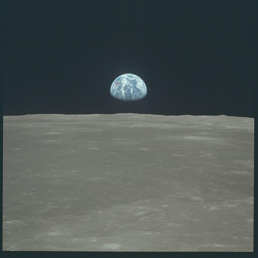 Vista da Terra a surgir no horizonte da Lua foi tirada da nave Apollo 11. /Crédito: NASA