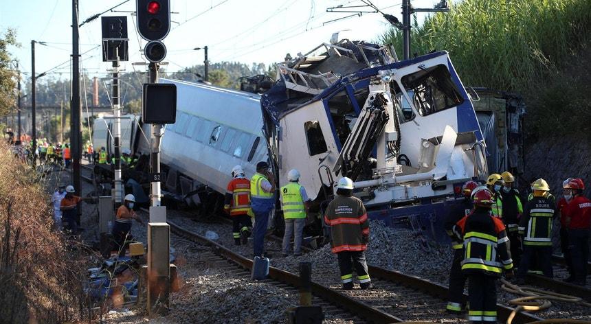 O acidente foi grave e aparatoso deixando a via danificada