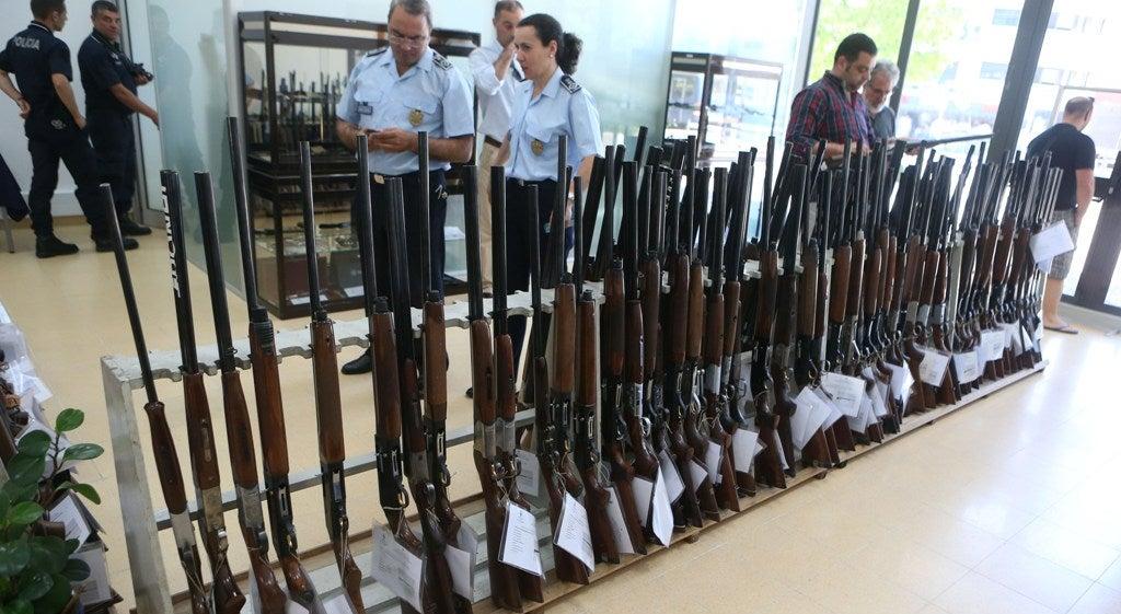 Psp realiza hoje e na quarta feira leil o de 260 armas for Uso e porte de arma
