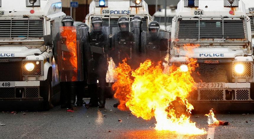Os protestos acontecem num momento de tensão crescente em torno do acordo do Brexit.