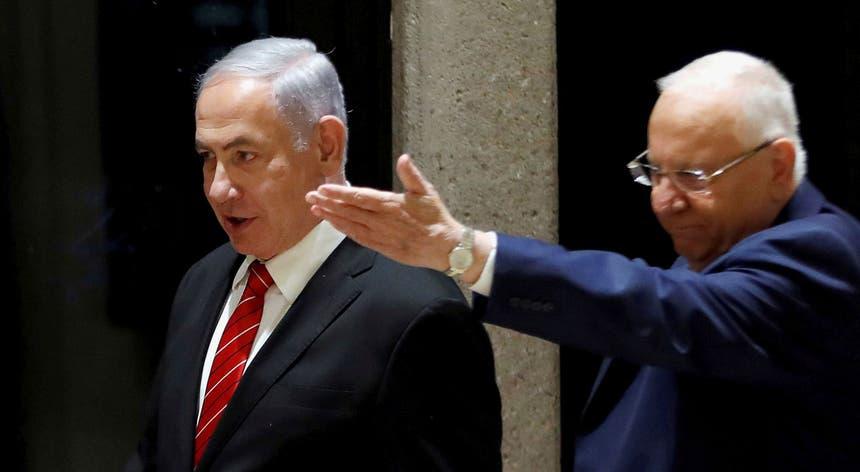 Reuven Rivlin (à dir.), com Benjamin Netanyahu