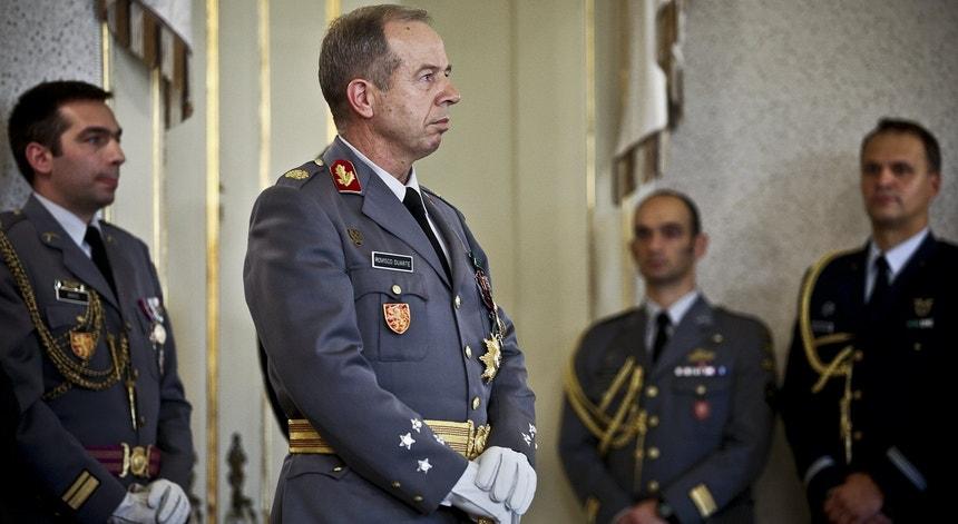 """Rovisco Duarte disse que decidiu exonerar estes comandantes """"por uma questão de clareza"""""""