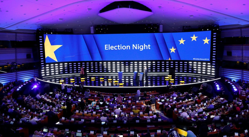 Mais de 400 milhões de europeus votaram nas eleições entre quinta-feira e domingo para eleger 751 eurodeputados