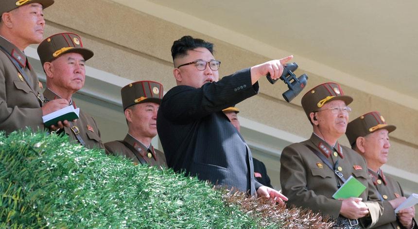 """Donald Trump prometeu à Coreia do Norte """"uma guerra como nunca se viu"""" e Pyongyang respondeu com uma ameaça à ilha de Guam."""