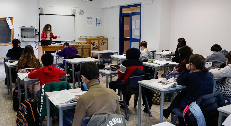 Sondagem. Portugueses a favor do fecho de escolas e disponíveis para confinamento semelhante a 2020