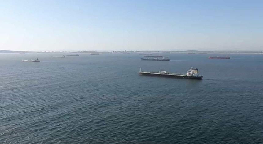 Petroleiros e Cargueiros no Golfo de Omã