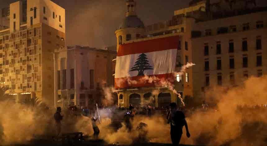 Incêndio social nas ruas de Beirute