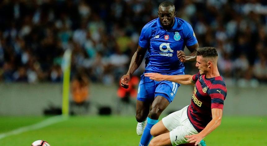 FC Porto domina Newcastle mas não evita nulo no jogo de apresentação ... c9c91c9693022