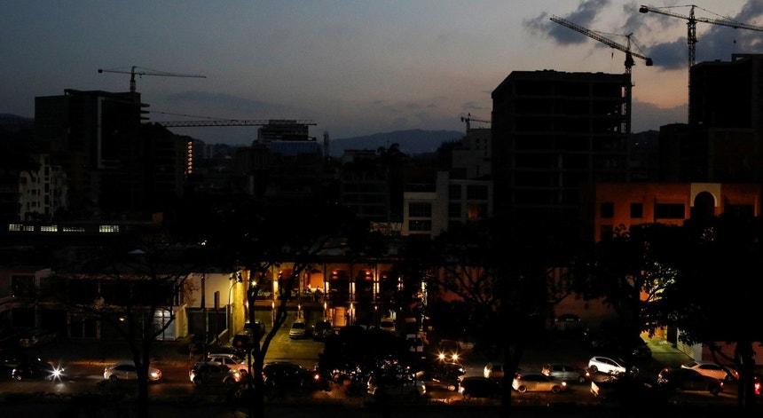 A Venezuela continua à espera de luz para voltar a viver