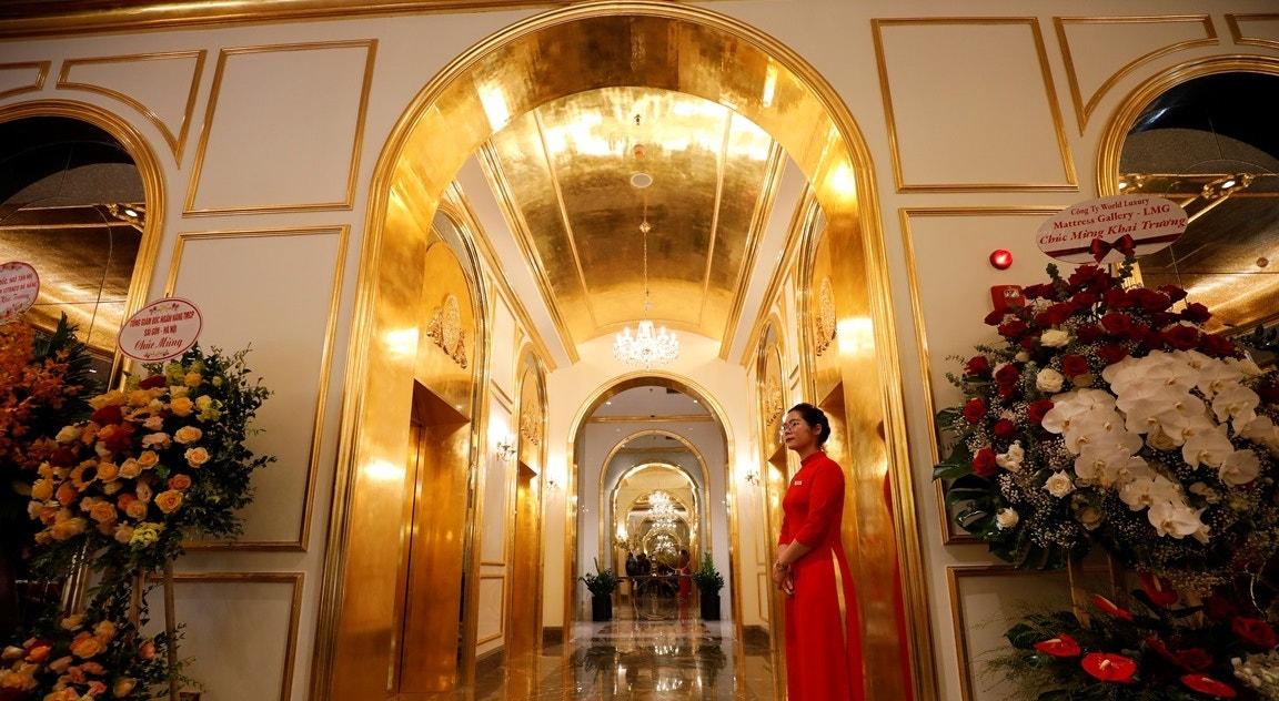 Salões  folheados a ouro   Nguyen Huy Klam - Reuters