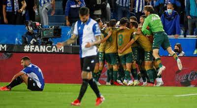 Bétis vence Alavés em cima do minuto 90, Espanyol bate Cádiz