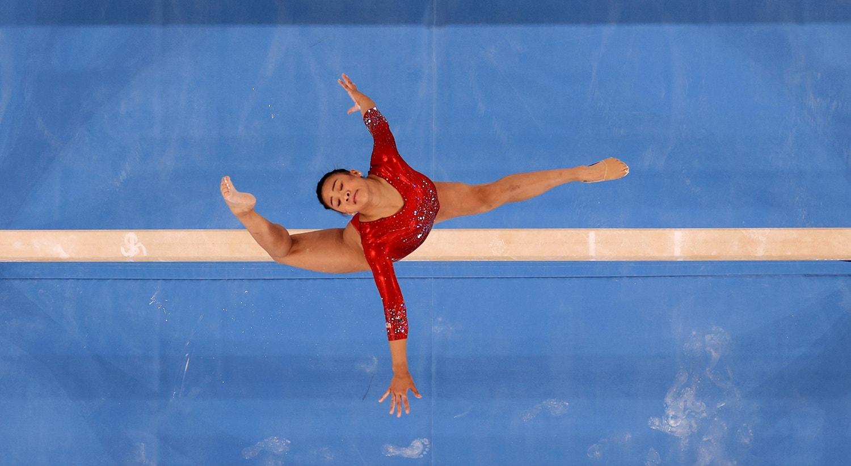Durante a final da ginástica trave de equilíbrio, Sunisa Lee dos Estados Unidos.   Foto: Athit Perawongmetha - Reuters