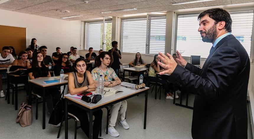 O apelo do ministro da Educação na altura em que os professores exigem a contagem do tempo total de serviço durante o período em que as carreiras estiveram congeladas