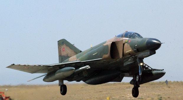 A Turquia quer que o derrube de um dos seus aviões pela Síria seja considerado um ataque a todos os membros da NATO